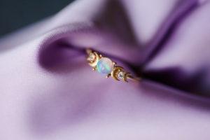 bague de fiancaille opale lune